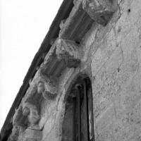 La corniche du mur nord de la nef