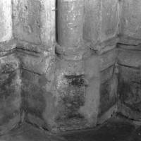 Base de la première pile de la nef entre les première et seconde travées côté nord (1995)