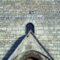 Fenêtre et appareil de la façade de la nef primitive (1972)
