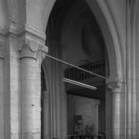 L'arcade de la seconde travée du mur gouttereau nord de la nef vue vers le sud-ouest depuis le bas-côté nord (1995)