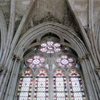 Fenêtre nord du passage vers la chapelle de la Vierge (2003)