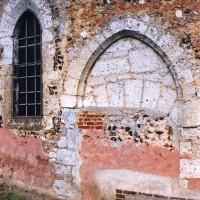Portail et fenêtre du mur nord de la nef (2006)
