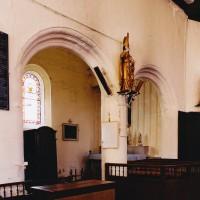 Les arcades de communication de la chapelle seigneuriale avec la nef (2005)