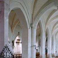 Vue partielle de la nef et du bas-côté nord vers le sud-ouest (2008)