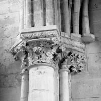 Chapiteaux au revers nord de la façade ouest