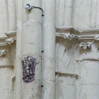 Chapiteaux d'une arcade de la nef vus depuis le vaisseau central (2008)