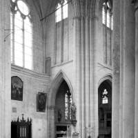 Le bras nord du transept et la première travée du choeur vus vers le nord-est