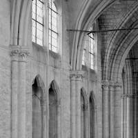 Vue partielle de l'élévation du mur gouttereau nord de la nef vers le nord-est (1969)