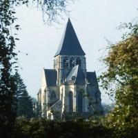 L'église dans son environnement vue du sud-est (1972)