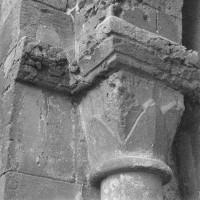 Chapiteau de l'arcade du bas-côté nord de la nef, côté gauche (1970)