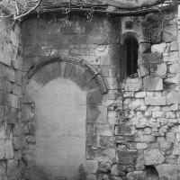 La porte ouverte à l'ouest du bas-côté sud (1970)