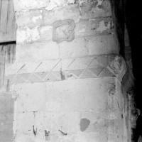 Tailloir à décor géométrique de la pile recevant les deux dernières arcades sud de la nef (1970)