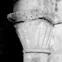 Chapiteau à décor de godrons associé à la dernière arcade nord de la nef (1969)