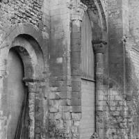 Les arcades de l'extrémité est de la nef vues du sud-est (1969)
