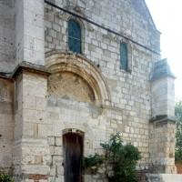 La partie romane de la façade de l'église vue du nord-ouest (2015)
