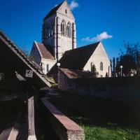 L'église dans son environnement vue du nord-ouest