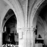 Vue partielle de l'intérieur vers le nord-ouest depuis la chapelle sud-est (1994)