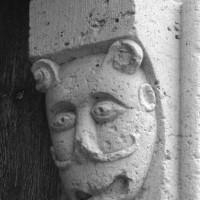 Masque au piédroit de droite du portail ouest (1996)
