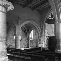 Vue partielle de la nef depuis le bas-côté sud vers le nord-est (1996)