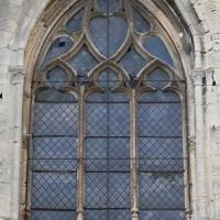 Fenêtre flamboyante réaménagée dans le mur est du choeur roman (2015)