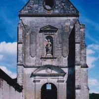 La façade de l'église (2003)