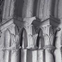 Les chapiteaux des piédroits de gauche du portail ouest