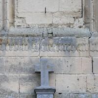 Inscription de 1520 à la base du clocher (2016)