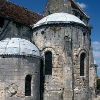 Le chevet de l'église vu du sud-est avant les restaurations (1994)