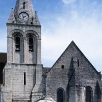 Le clocher et la chapelle sud du choeur vus depuis le sud (2000)