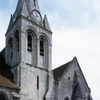 Le clocher et la chapelle sud du choeur vus depuis le sud-ouest (2000)
