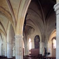 La nef vue vers le sud-est depuis le bas-côté nord (2000)