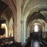 La nef et le bas-côté nord vus vers l'ouest depuis le choeur (2000)