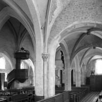 La nef et le bas-côté nord vus vers le sud-ouest depuis le choeur (2000)
