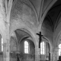 Les arcades du mur gouttereau nord de la nef vues vers le nord-est (2000)