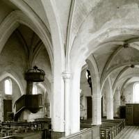 La nef et le bas-côté nord vus vers le sud-ouest depuis le choeur (1979)