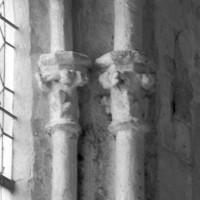 Chapiteaux d'une fenêtre de la chapelle sud (1996)