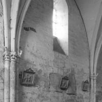 L'élévation nord d'une travée de la nef vue vers le nord-est (1996)