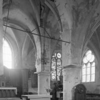 Vue partielle de la travée du clocher et du choeur vers le sud-est (1996)