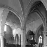 Vue partielle du choeur et de la nef vers le nord-ouest (2000)