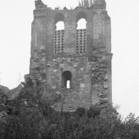 Les vestiges du clocher vus de l'ouest (1995)