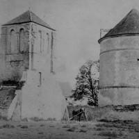 Le clocher et le pigeonnier au début du 20ème siècle (photo chanoine Eugène Müller)