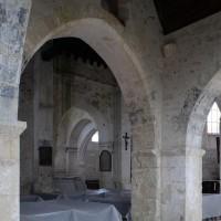 Vue partielle de l'intérieur de l'église vers le nord-est depuis le bas-côté sud (2019)