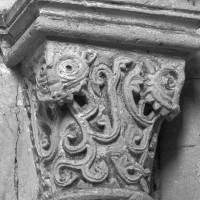 Chapiteau de l'arcade assurant la communication entre le bras sud du transept et le bas-côté sud de la nef (1995)