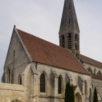 Le bas-côté sud de la nef et le clocher vus du sud-ouest (2015)