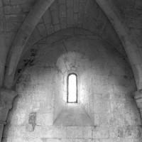 La voûte d'une travée du bas-côté nord de la nef vue vers le nord (1995)