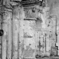 Colonnettes au revers de la façade (1969)
