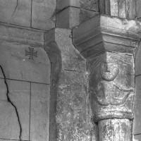Chapiteau au revers de l'actuelle façade (2000)