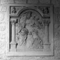 Bas-relief conservé dans la chapelle (2000)