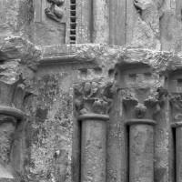 Les chapiteaux des piédroits de gauche du portail (1997)