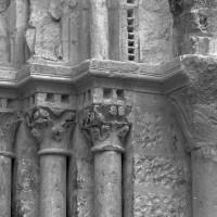 Les chapiteaux des piédroits de droite du portail (1997)